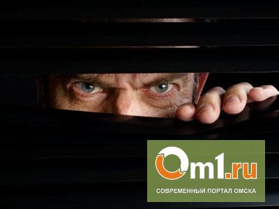 В Омске 65-летний лже-генерал-майор заманивал и насиловал 14- и 15-летних девушек