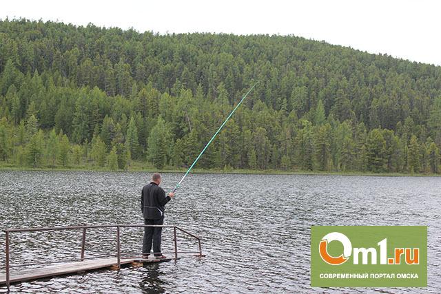 Двое пьяных рыбаков утонули на озере в Омской области