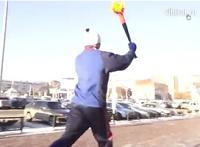 В Челябинске жители устроили эстафету с игрушечным факелом