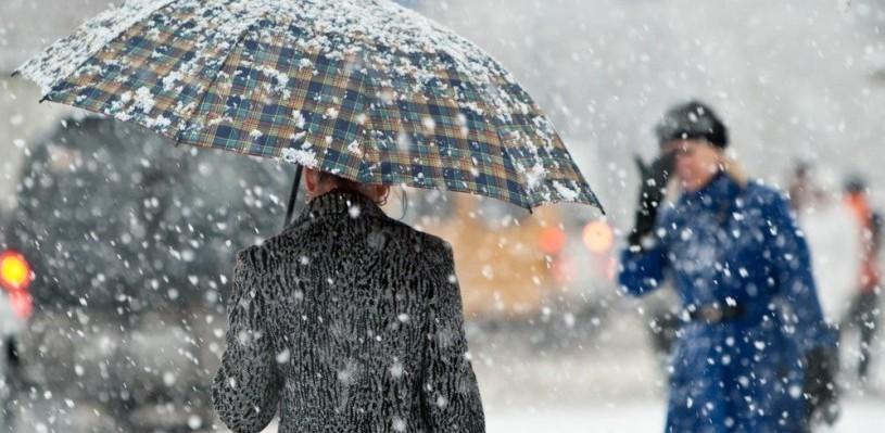 В Омске выпал первый снег и растаял за пару минут