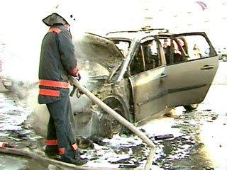 В Омске из-за пожара в автомобиле погиб человек