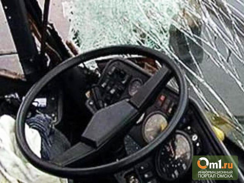 В Омске столкнулись два пассажирских автобуса