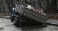 Начальник омского отдела ГИБДД считает, что во многих ДТП виноваты ямы на дорогах