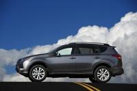 Стали известны российские цены на обновленный Toyota RAV4