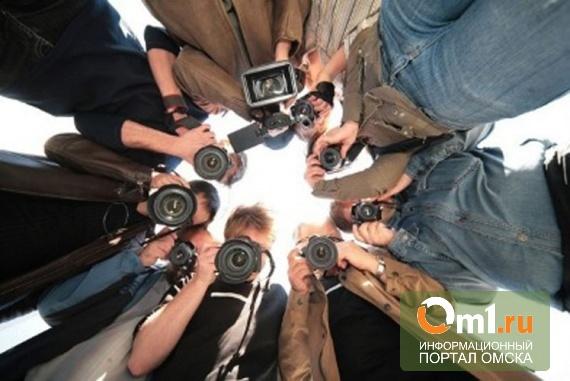 Томчак поздравил омских журналистов с профессиональным праздником