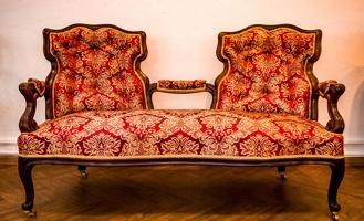 Омичи могут найти сокровища, спрятанные в стульях
