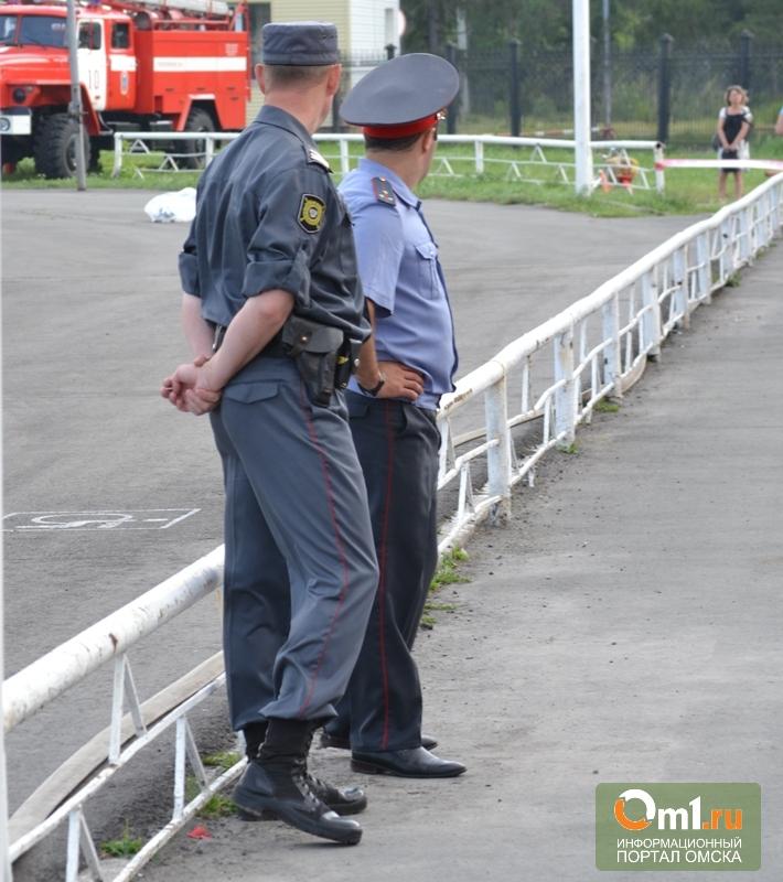 В Омске в авто полицейского - инспектора аэропорта нашли наркотики