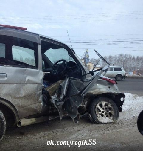 В Омске столкнулись две иномарки: пострадал 3-летний ребенок