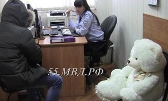 В Омске поймали романтичного вора, купившего девушке плюшевого мишку