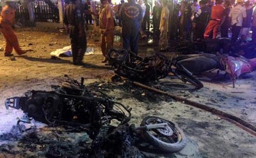 В туристическом центре Бангкока взорвалась бомба. Погибли 27 человек