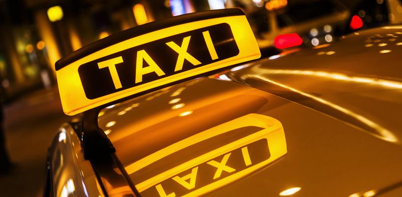 Омская таксистка помогла полицейским задержать пьяного водителя