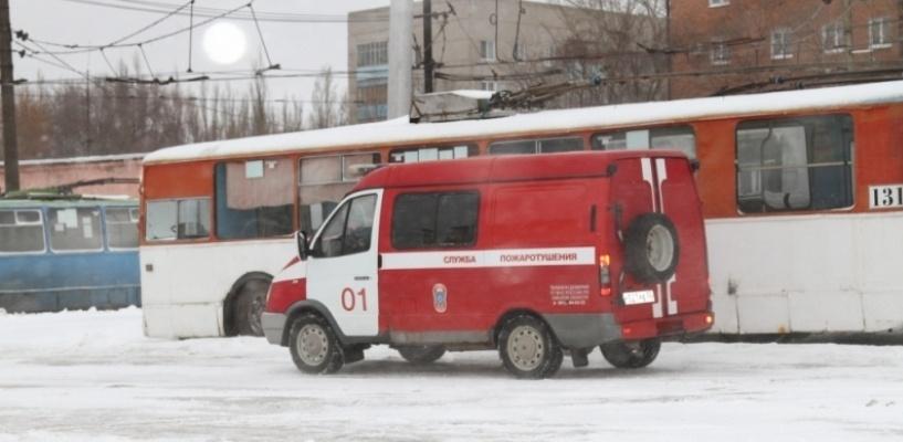 В Омске во время движения загорелся троллейбус
