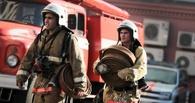 В Омске на пожаре в пятиэтажке пострадала женщина