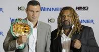 Американский боксер разозлил Владимира Кличко, отобрав у него еду