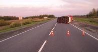 В Омской области на трассе перевернулся внедорожник — погиб водитель