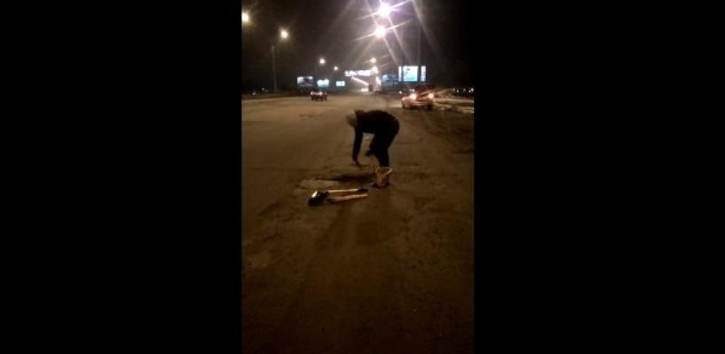 Дело «Дорожной феи» продолжается: омичи выходят на ремонт дорог