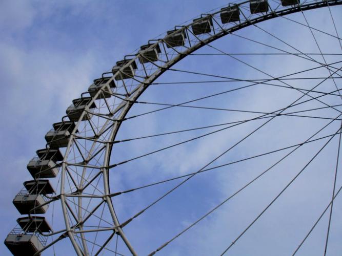 Новое колесо обозрения проработало три дня