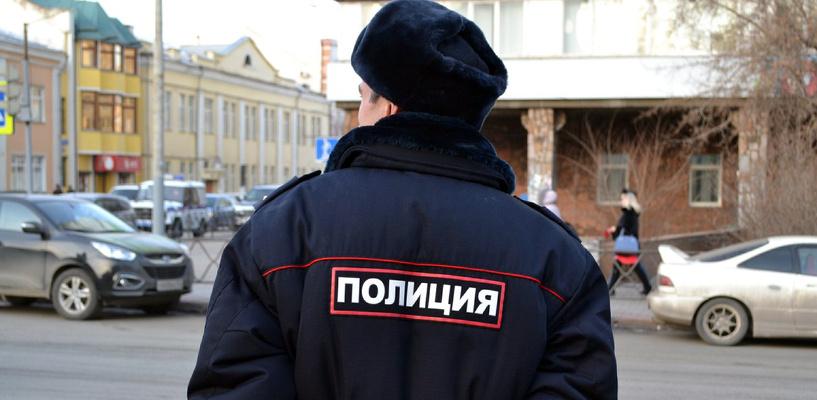 В Омске подростки на чужой иномарке врезались в бетонный забор