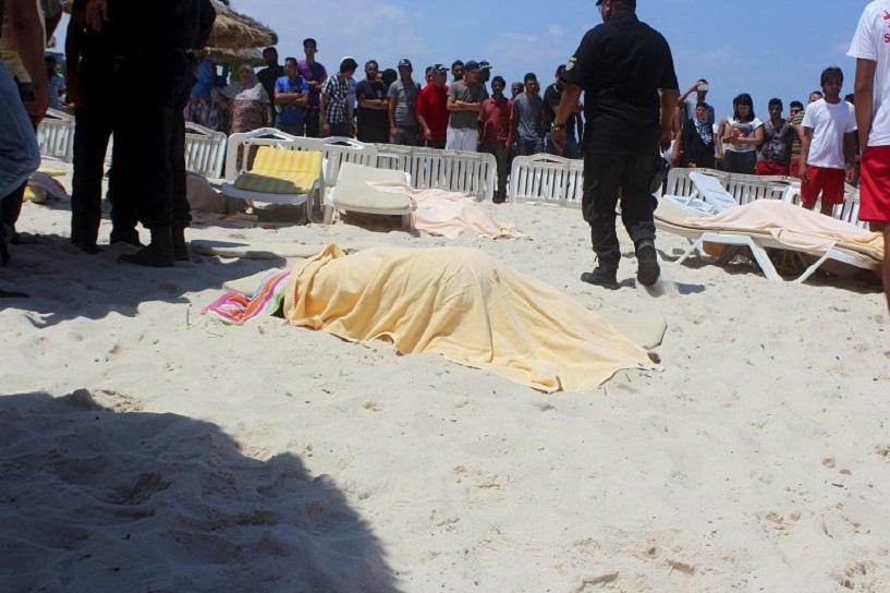 В Тунисе студент-исламист напал на отель и расстрелял 40 человек