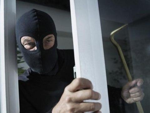 В Омской области салон сотовой связи ограбили на 320 000 рублей