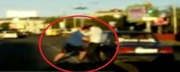 Два водителя вновь подрались на дороге у Торгового центра «Омский»