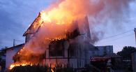 В Омской области дотла сгорел дом с гаражом и «Нивой» внутри
