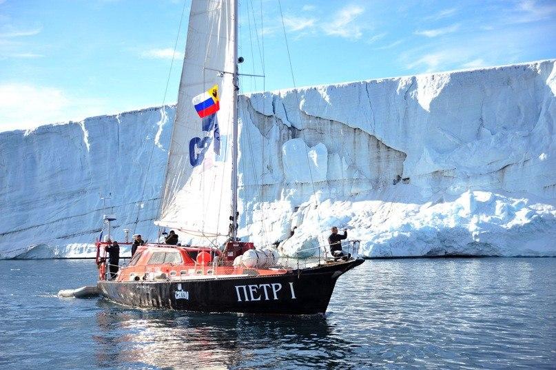 Двораковский поддержал парусную регату до Арктики