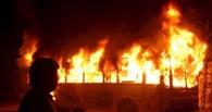 В Омске ночью сгорел автобус