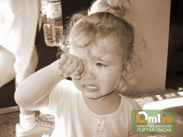 В Омске из-за ссоры родителей травму головы получила годовалая девочка