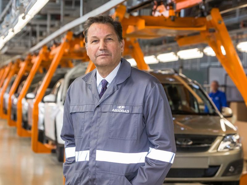 Руководство АвтоВАЗа пересаживается на автомобили Lada