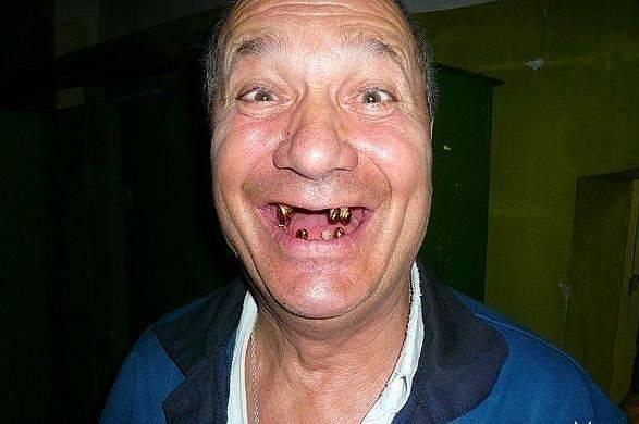 В Омске пьяный пенсионер напал с ножом на участкового