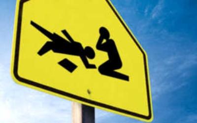 На трассе в Омской области молодой водитель насмерть сбил пешехода