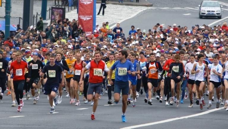 Участники омского марафона смогут сделать гравировку индивидуального результата на медали