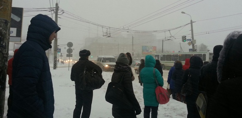 Обзор ситуации на дорогах в Омске: ДТП на метромосту и улице Богдана Хмельницкого