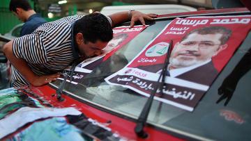 Противники Мурси подожгли офис «Братьев-мусульман» в Каире