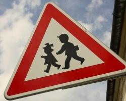 В Омске у торгового центра на Мира автоледи наехала на 6-летнюю девочку