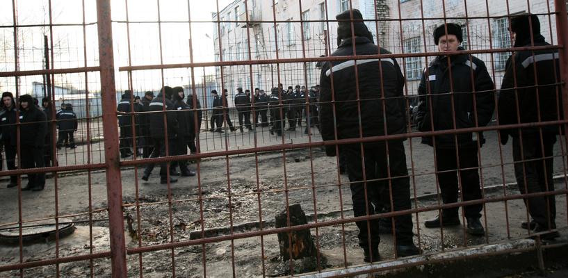 В Омске сотрудника колонии отправили за решетку за платные свидания с заключенными