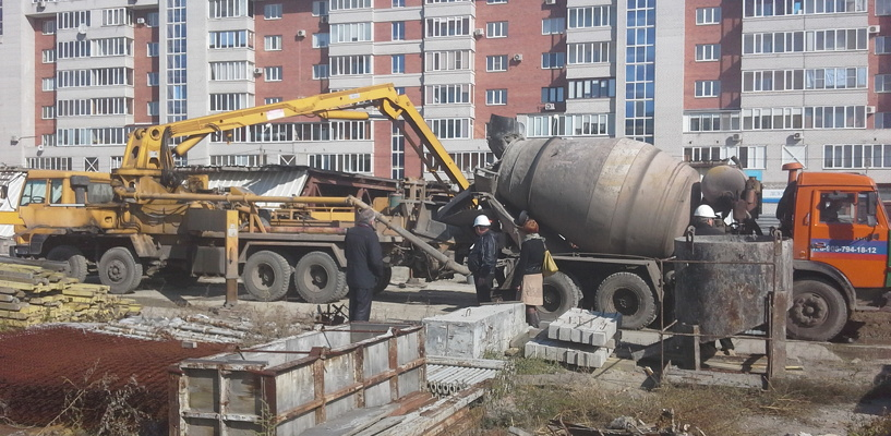 В Омске со станции метро «Заречная» вывозят имущество «Мостовика»