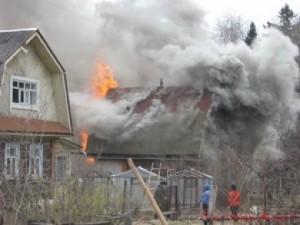 В Омске начали массово гореть дачи