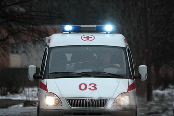 В Омске автобус сбил мужчину рядом с пешеходным переходом
