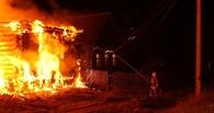 В Омске во время пожара в частном доме погибли три человека