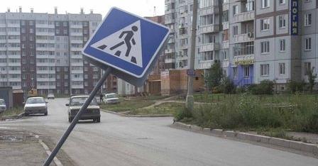 В Омске под колеса троллейбуса попали два человека