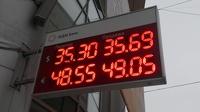 Психологические планки близко! Курс евро может достигнуть 50 рублей, а доллара — 36,07