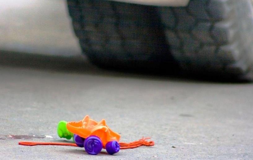 В Омске иномарка сбила 9-летнюю девочку