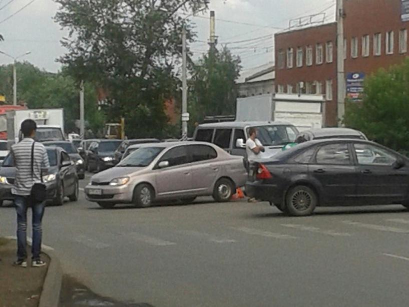 В Омске на перекрестке у «25-й Линии» пробка со всех сторон (фото)