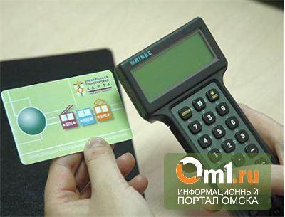 Омских льготников просят продлить свои электронные карты