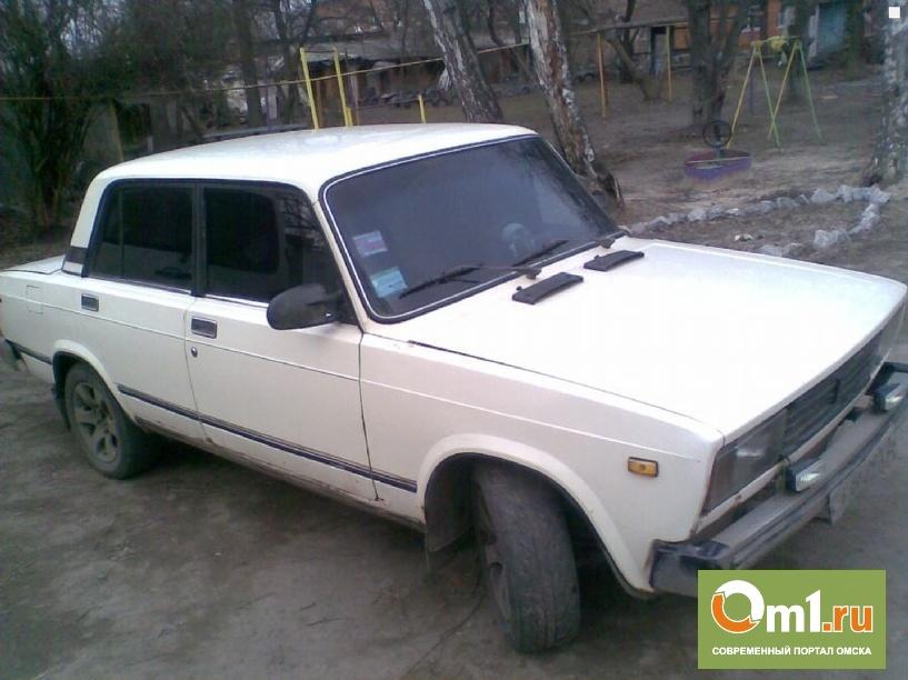 В Омске на остановке водитель ВАЗа насмерть сбил пешехода