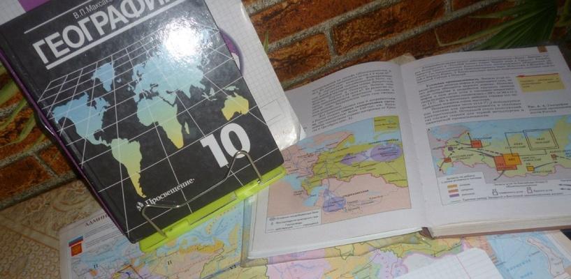 Назаров решил переиздать учебник по географии Омской области