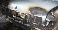 В Омске горящую «Волгу» тушили 10 пожарных