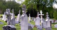 Работник омского кладбища получил 86 взяток за ускорение похорон